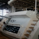 Sunseeker 95 Yacht Badeplattform mit offener Klappe zum Abgang zu den Mannschaftsquartieren