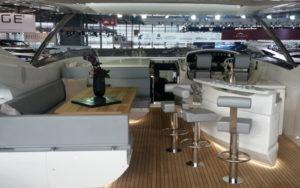 Sunseeker 95 Yacht Sitzgruppe und Bar auf der Flybridge